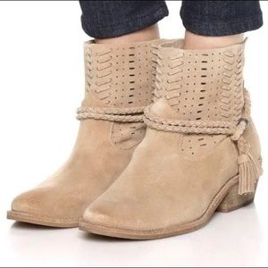 Dolce Vita Kade Tan Suede Western Booties Boots 8